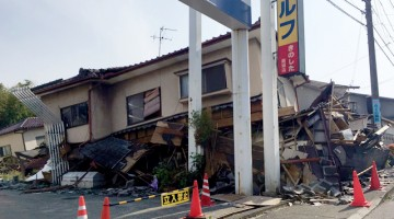 熊本地震によって倒壊した家屋。思っていた以上の大きな被害に言葉を失いました