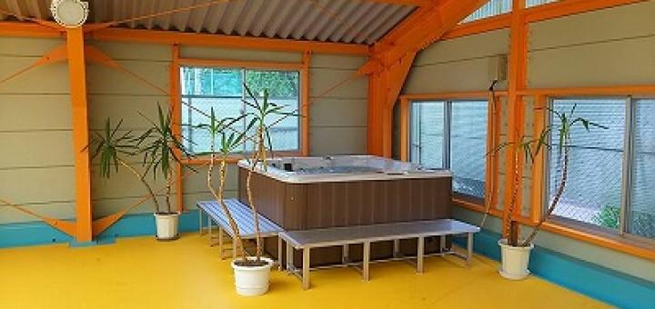 海洋センタープールの一角に設置されたジャグジープール。リゾートにいるような楽しい雰囲気が伝わってきます