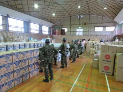 被災地からほど近い玉名市岱明B&G海洋センターに集められた全国からの支援物資