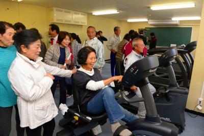 熊本県の湯前町B&G海洋センターでは体育館のミーティングルームをトレーニングルームに改修。健康づくりのために地域の人たちが集まるようになりました