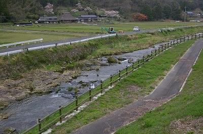 前岡山県知事の発案によって誕生した「ホタル遊歩道」。800mにわたって整備されています