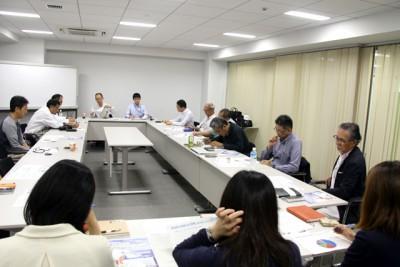 多くの会員が集まり、講演の後には活発な意見が交わされました