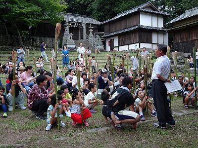 肥土山歌舞伎保存会の佐々木育夫会長から、伝統ある虫送りの歴史やこれまでご自身が関わってきたことなどを聞きました