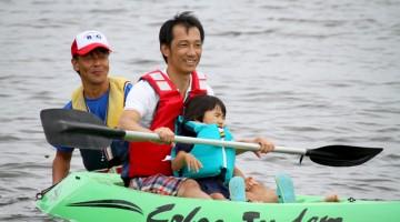 親子でカヌー体験!最初は指導員が優しくレクチャーしました