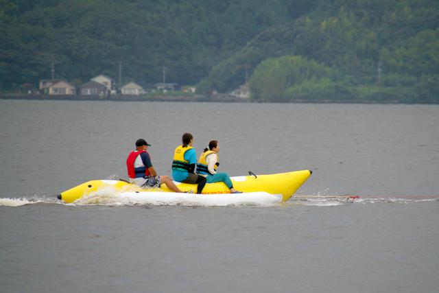 大人3人でバナナボートを満喫!