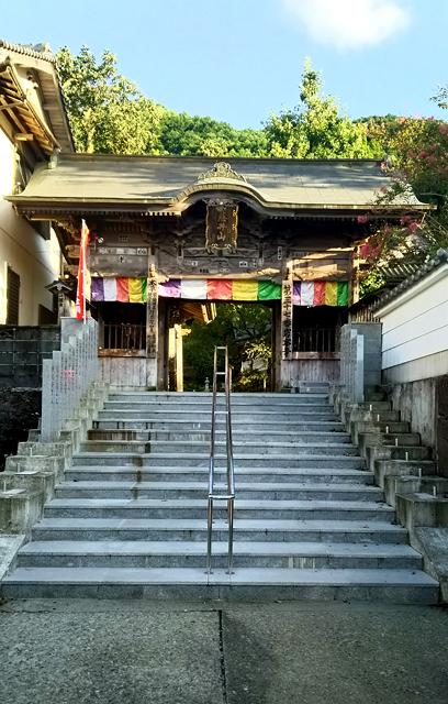 岩本寺「仁王門」。JR窪川駅から約1kmのところにあります