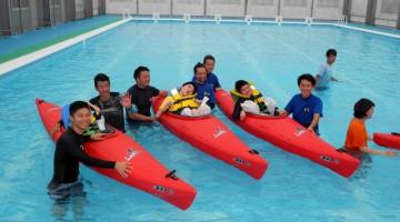 笑顔でカヌー体験!久しぶりのプールを楽しんだ参加者の皆さん