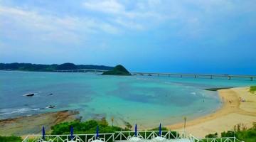 山口県長門市の海岸。日本の至るところで美しい海の景色に出合うことができます