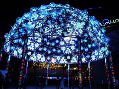 圧巻の輝き、光マンダラドーム!その高さは、なんと10メートル! 毎年、阿南市のLEDを使用したイルミネーションイベントが東京ドームシティで開催されています