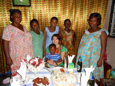 ガーナでお世話なった家族。町の写真屋さんを呼んで、家族みんなで写真を撮りました