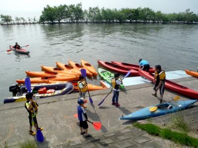 海洋クラブの練習風景。発足以来、たくさんの人がカヌーを楽しむようになりました