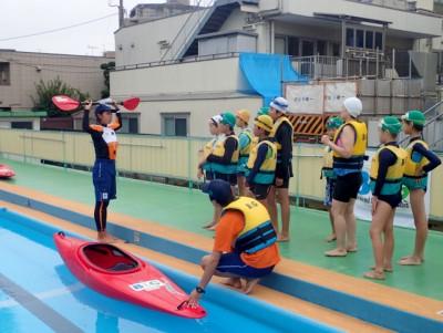 都内小学校でのカヌー指導の様子。水に対しても真摯に向き合いたい!
