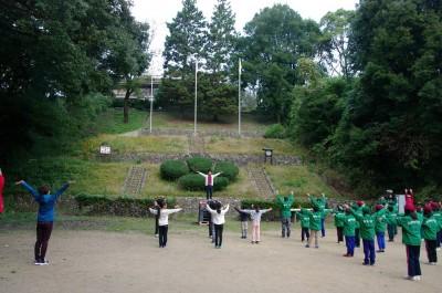 2日目の朝は、他の団体と合同でラジオ体操を行いました