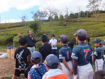速水市長からなぜ植樹をするのか聞き、植樹リーダーの大谷さんも分かりやすく説明してくれました