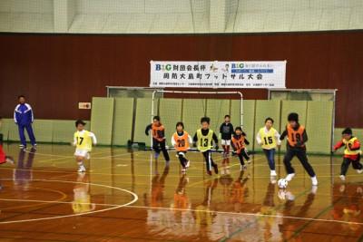 ゴール背後の壁を畳でガード。子供たちは思い切ってプレーを楽しむことができました