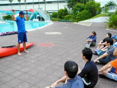 まずは、「水辺の安全教室」を体験