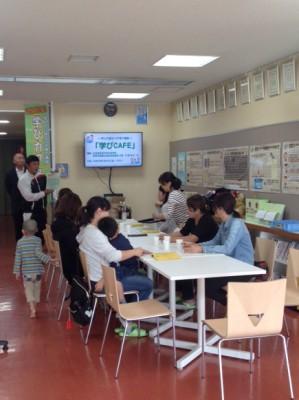 子育て世代への情報提供として開催している「学びカフェ」ロビーも立派な講習会場です