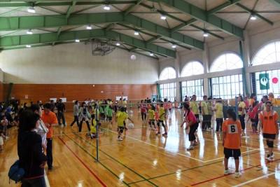 長洲町子ども会のビーチボールバレー大会