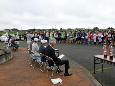 開会式で会長あいさつ、優勝杯返還、選手宣誓などが行われ、来賓で衆院議員、宮城県会議員、加美町会議員が列席