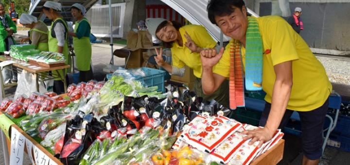 産直市コーナーでは採れたての新鮮野菜が盛りだくさん