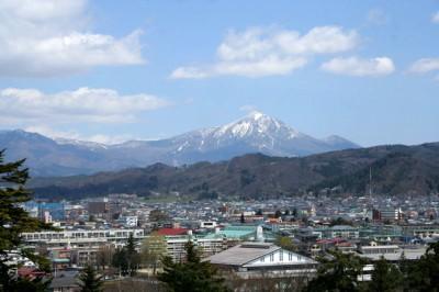 会津若松市内と磐梯山