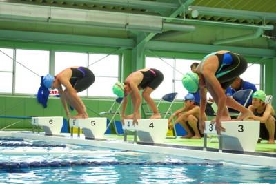 正午に全レース終了。泳力検定には全受験者25人のうち半数以上が合格。「おめでとうございます」