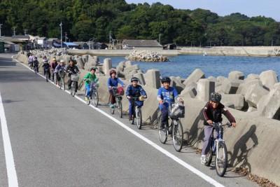 天候にも恵まれ絶好のサイクリング日和で、みんな笑顔で楽しそう