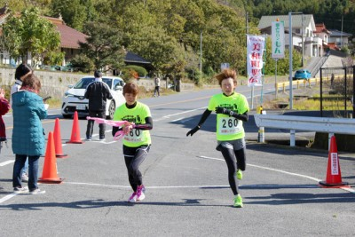 女子の部総合優勝の岩国レディース