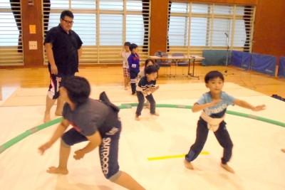 準備体操、相撲基本動作のすり足