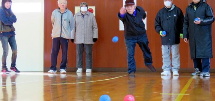 最高齢(93歳)の前田さんの投てき