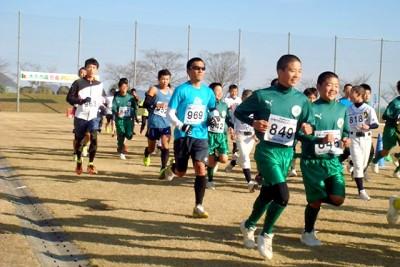 6kmコース92人のスタート。地元の中学生サッカー部や野球部が毎年参加している
