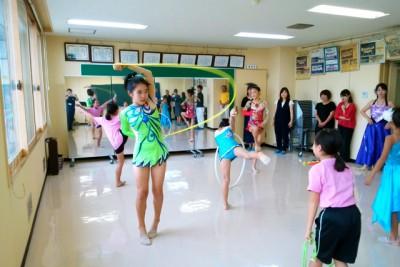 ミーティングルームは大型鏡の設置でダンスなどの練習効率が格段にUP