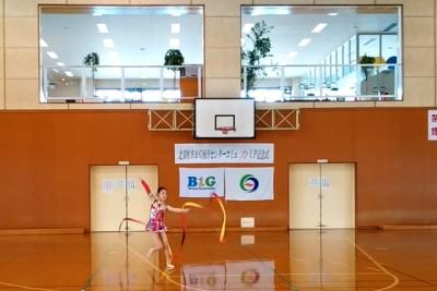 新体操クラブ「くるりん」による記念演舞。日頃の練習の成果を発揮