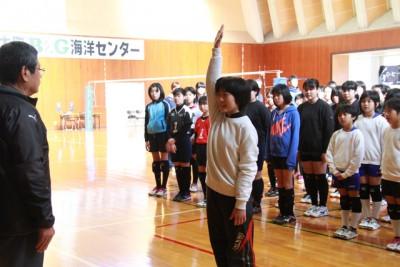 津奈木Jr.キャプテンが選手宣誓。右端は大会会長の塩山教育長