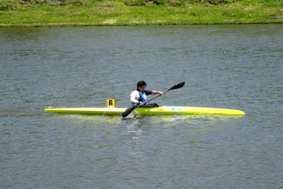 パラK-1レースの様子。リオネジャネイロパラリンピックから正式種目となったパラカヌー。今回が2回目のパラカヌー選手権大会で1名のみだった。練習環境も、専用艇や選手層も少ないのが現状で、道内で選手発掘を行っている