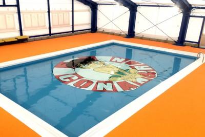 特大コナンイラストが底面に描かれた幼児用プールの全体画像
