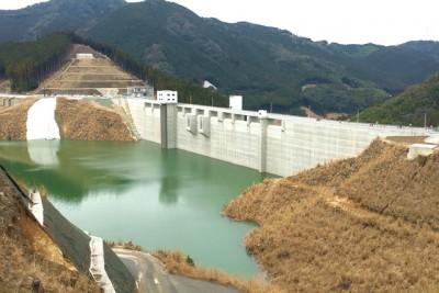 今年完成した伊良原ダム まだ半分も水は溜まっていません。