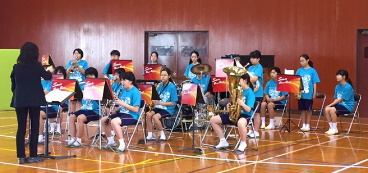 オープニングは、瀬戸田中学校吹奏楽部による演奏