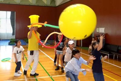 安定の一番人気、バルーンアート!子供たちは風船に釘付けです。