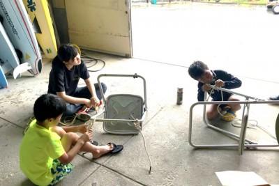 ロープワーク実践中の子供たち