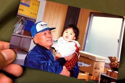 お店での一幕。祖父と一緒に。