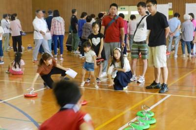 三世代が参加して競い合ったカローリング大会