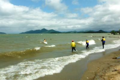 白波の中でのカヌー訓練。沈(ちん:カヌーが転覆すること)が続出した