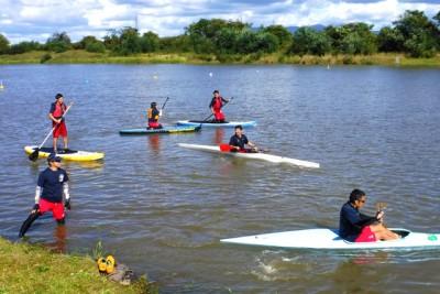 写真は昨年9月。レベルアップ研修会で、SUPや競技艇の操作技能を磨く指導員たち