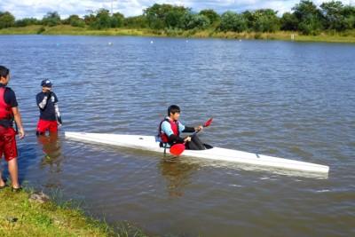 初めてで競技艇K-1に乗れるすごいバランス力。でも、この後10m位で沈した