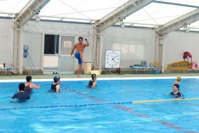 水中ウォーク、教室時間の半分を使う有酸素運動