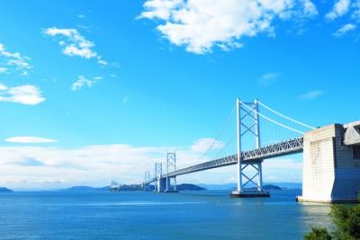 美しい青い海と青空の画像