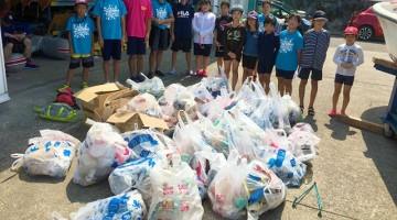 クリーンフェスティバルに参加してくれた子供たちと、集めた大量のごみ