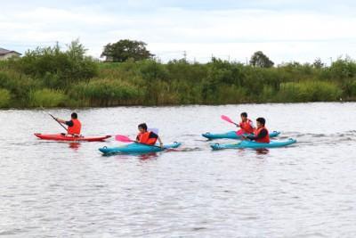 ビート板などを詰め、実際にカヌーを漕いでみました