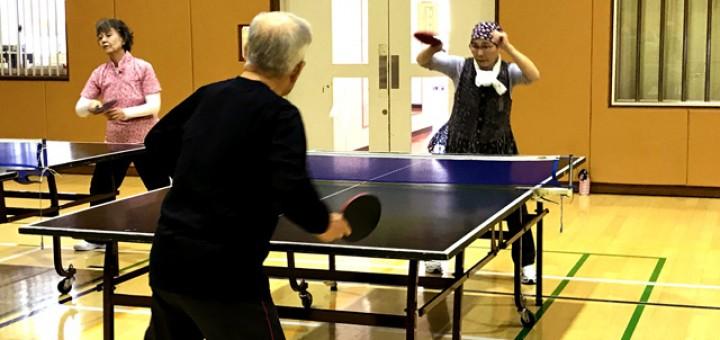 真剣な卓球の試合の様子。皆さん迫力です!